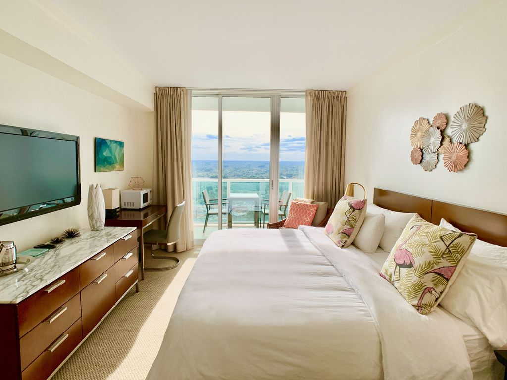 King Size Betten Studio Mit Kingsize Bett Meerblick Und Balkon Northeast Coconut Grove