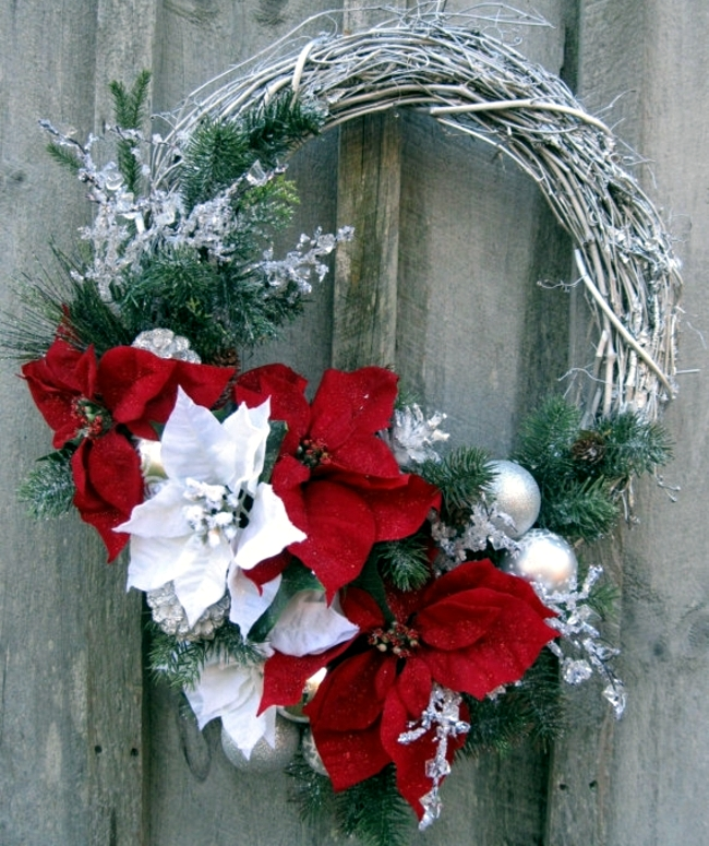 Couronne Noel Make A Christmas Wreath And Decorate With Natural
