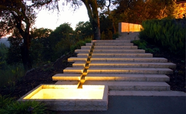 Eclairage Exterieur Villa Moderne Laying Stairs In The Garden – A Decorative Item Or Need