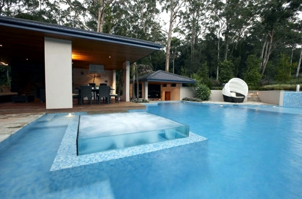Wpc Pool Swimming Pool With Glass Wall Creates A Relaxed Atmosphere