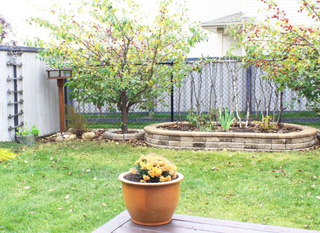 Outdoor home staging tips, including cleaning up, fixing up and adding colour.