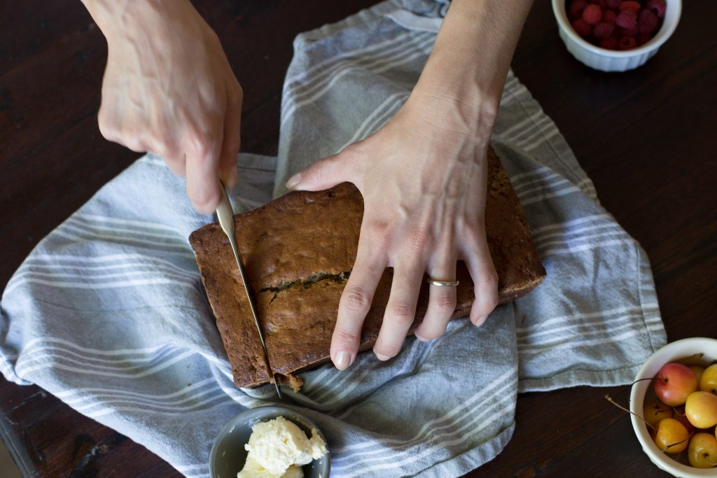 brown butter banana bread // www.ohhoneybakes.com