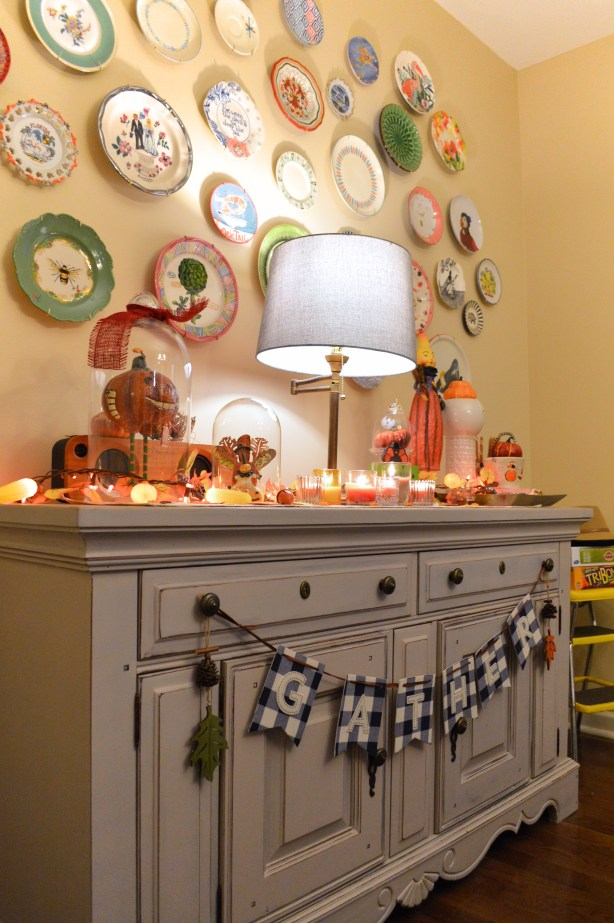 thanksgiving-decor-ideas-friendsgiving-table-and-wall-decorations-from-oh-julia-ann-9