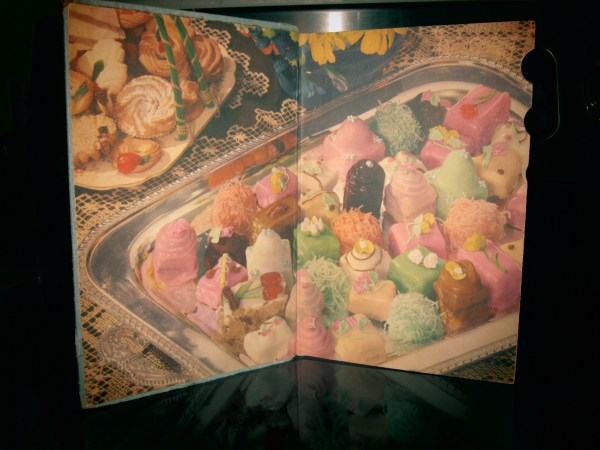 2013730 womens world cookbook2