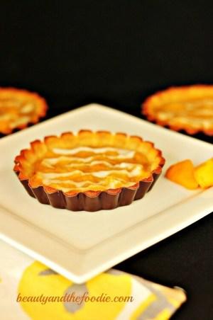 Paleo Mango Peach Tarts with Coconut vanilla Sauce / beautyandthefoodie.com