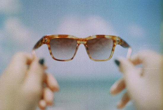 summer sunglasses 550x371 {happy weekend!}