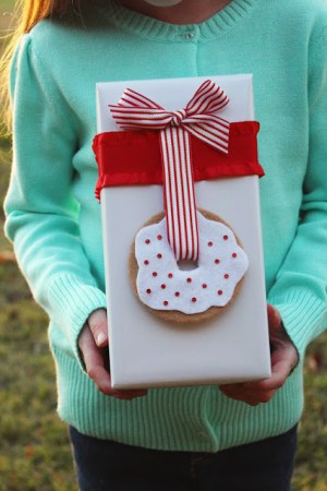 Donut Gift Topper Icing Designs 300x450 DIY Holiday Gift Wrap Ideas