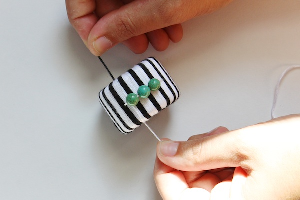 DIY Floss Wrapped Napkin Rings OSBP 7 DIY Tutorial: Black and White Striped Napkin Rings