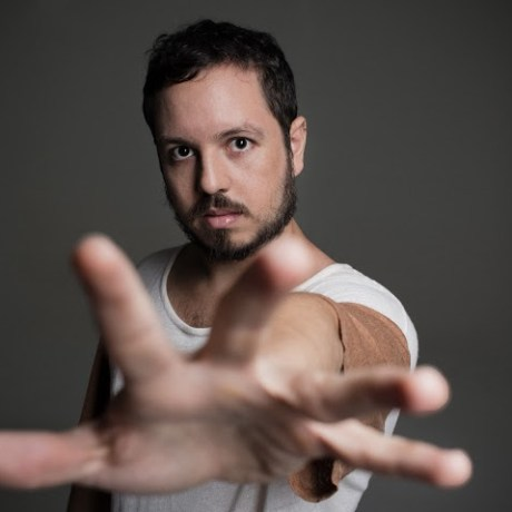 Clipe, turnê e disco: A estreia solo de Barro