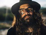 """Assista """"Em Chamas no Chão"""" novo webclipe de André Prando"""