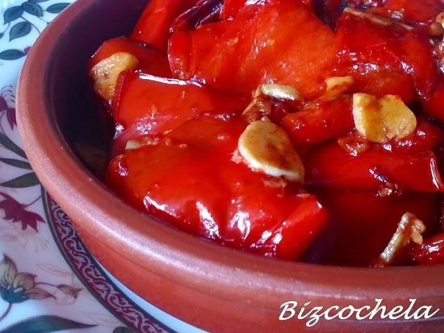 Pimientos rojos confitados al ajillo