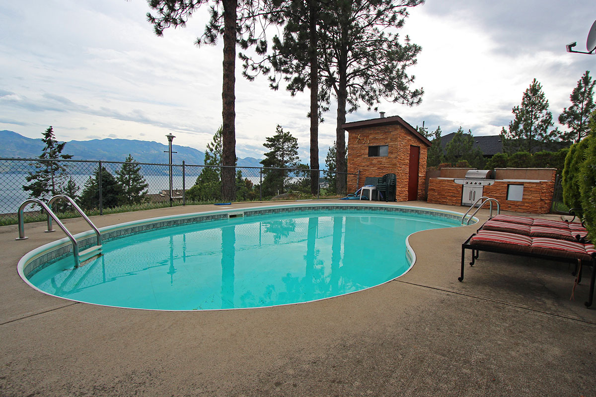 Jacuzzi Pool And Spa Kelowna Paradise Lake View 4 Bdrm 43 Loft W Pool Ht West Kelowna