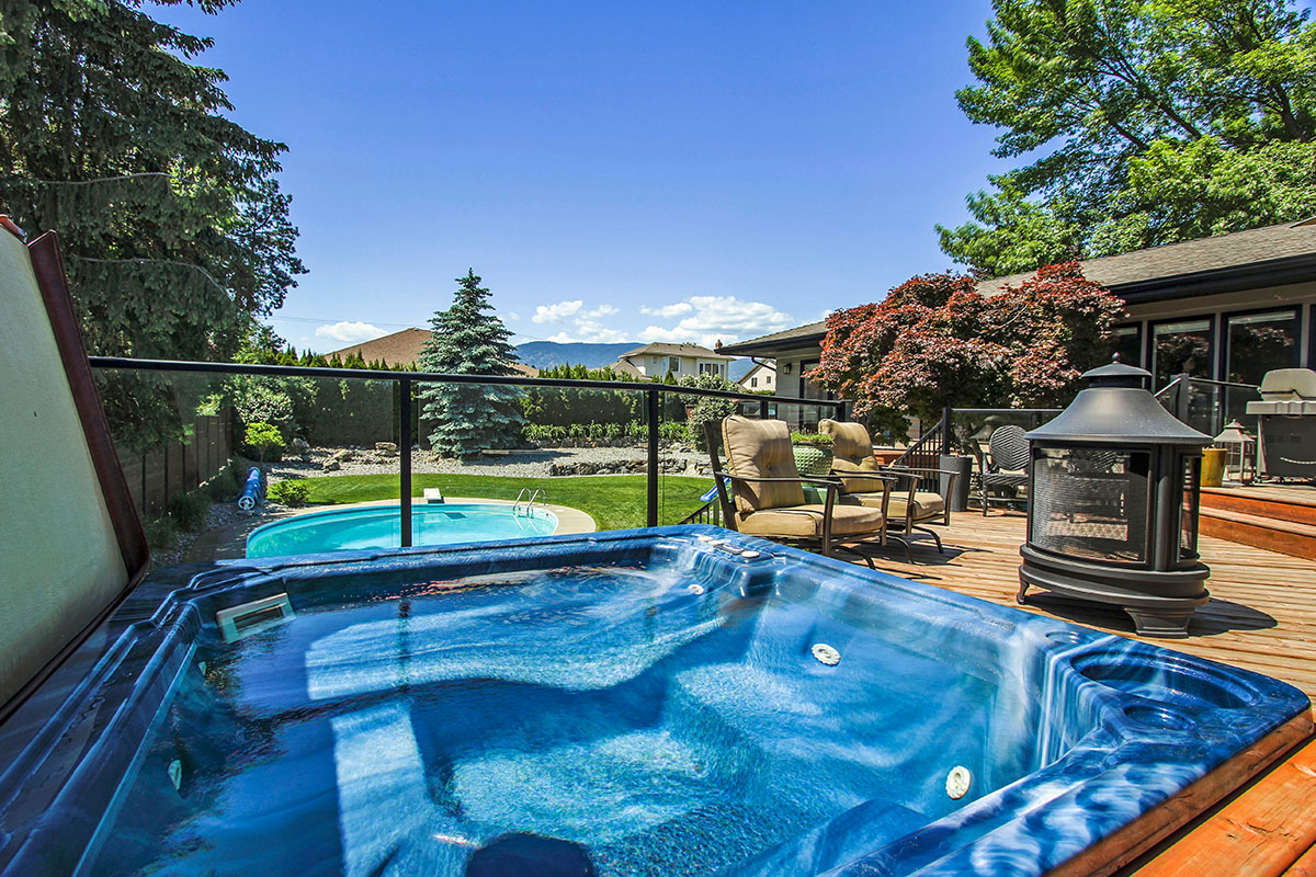Jacuzzi Pool And Spa Kelowna Kelowna Oasis 4 Bdrm W Pool Ht Heated West Kelowna