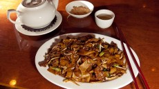 Chinese beef with dry flat noodles with a pot of tea (oolong), at Fung's Kitchen. (Mark Hancock)
