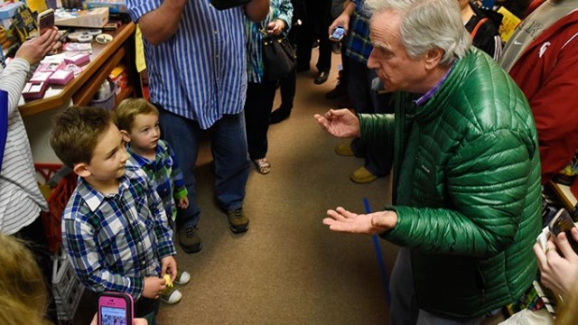 Henry Winkler does a magic trick for Owen and Henry Armstong, 6 and 2, at Best of Books in Edmond, Thursday, March 17, 2016.  (Garett Fisbeck)
