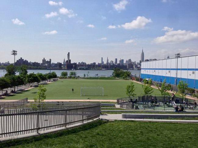 ニューヨーク  マンハッタン  ウィリアムズバーグ  サッカー場