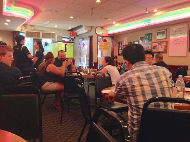 ニューヨークチャイナタウンのJOE'S SHANGHAI店内
