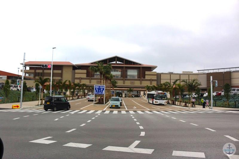 イオンモール沖縄ライカム正面入り口