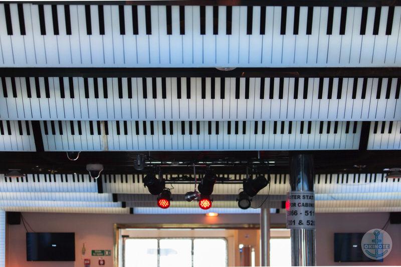 バー・ピアノ