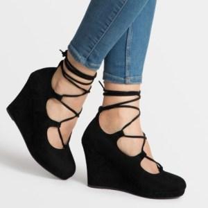 wiązane buty na koturnie deezee