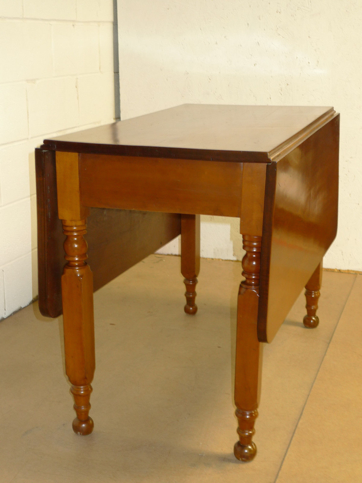 Knoll Table Victorian Period - Cherry Drop Leaf Table Victorian Period