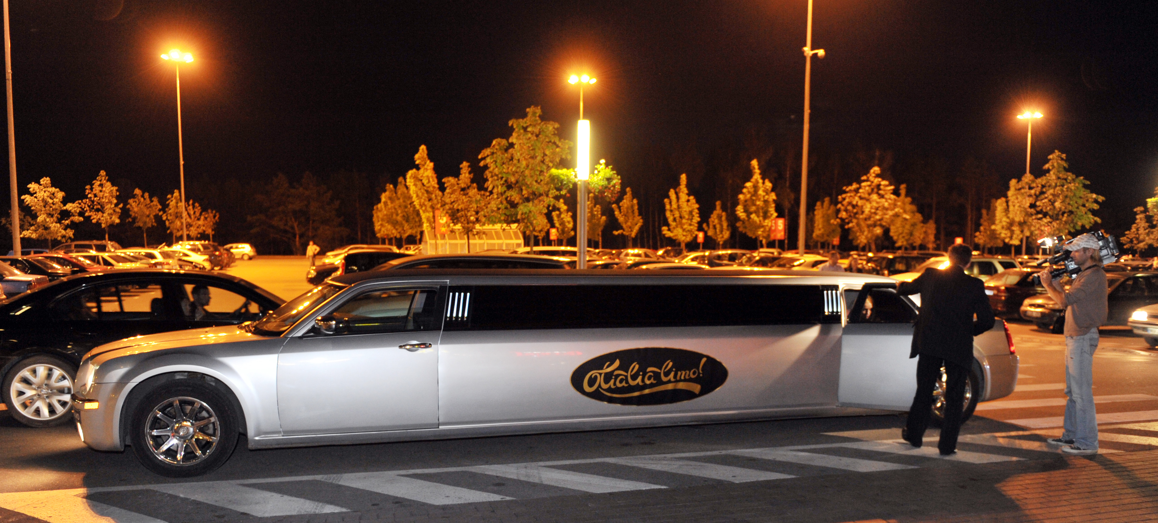 Olialia LIMO     The Most Popular Ride