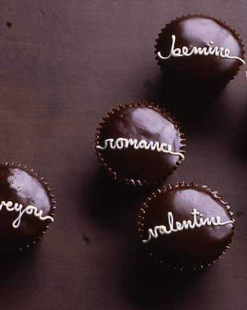 Valentine's Day - Valentine Cupcakes w Chocolate Glaze.