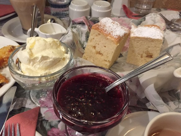 Miss Marple's Tea-room - Scones w jam & cream