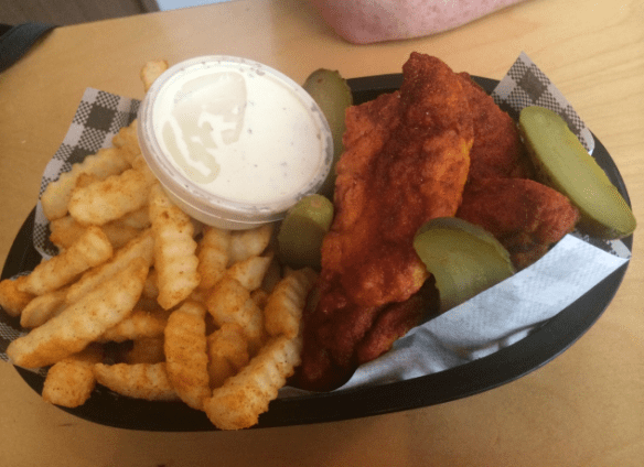 Belle's Hot Chicken - Chicken tenders, chips & ranch sauce