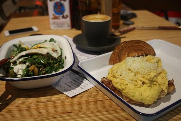 Rustica Canteen - Croissant w chilli scramble & jamon