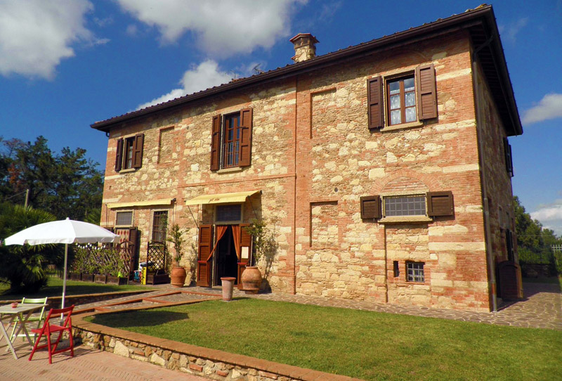 Farmhouse Gli Olmi with swimming pool for your holiday in tuscany
