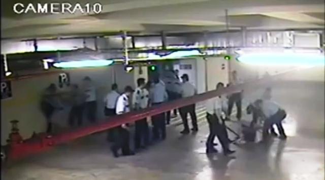 αστυνομικοι ξυλοκοπουν