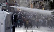 Δακρυγόνα και αντλίες νερού ξανά στην πλατεία Ταξίμ