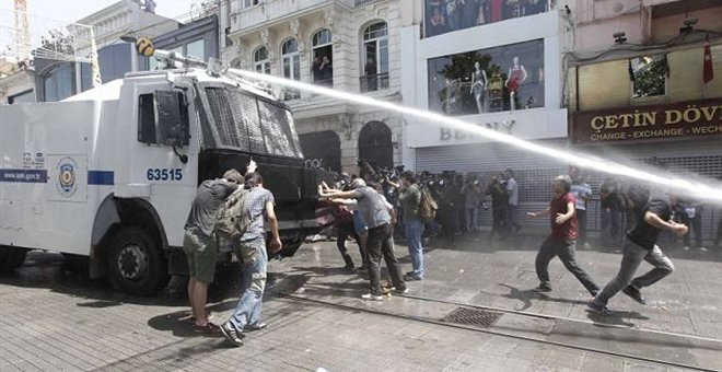 πλατεια ταξιμ διαδηλωτες