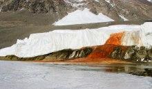 Τι κρύβεται πίσω από το μυστήριο του «ματωμένου καταρράκτη» της Ανταρκτικής;