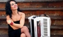 Η Ζωή Τηγανούρια παρουσιάζει όλα της τα όνειρα στα πλήκτρα του ακορντεόν!
