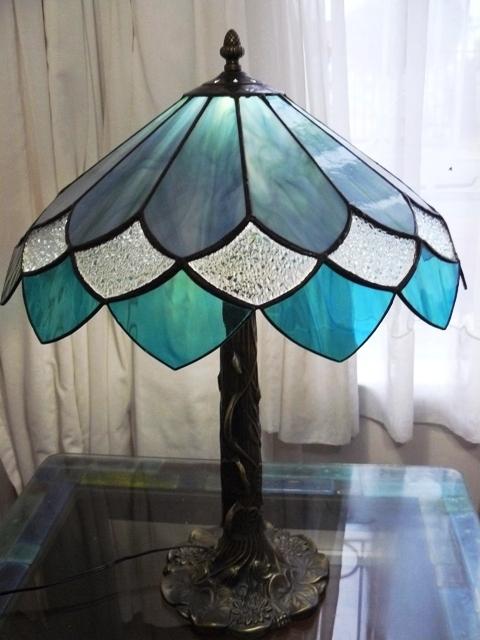 Tiffany lámpa sík panelekből  Olomuveg.hu