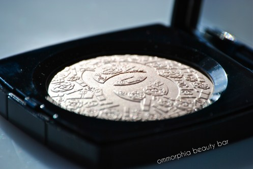 Chanel Illuminating Powder side view