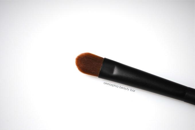 NARS #49 Eyeshadow Brush macro