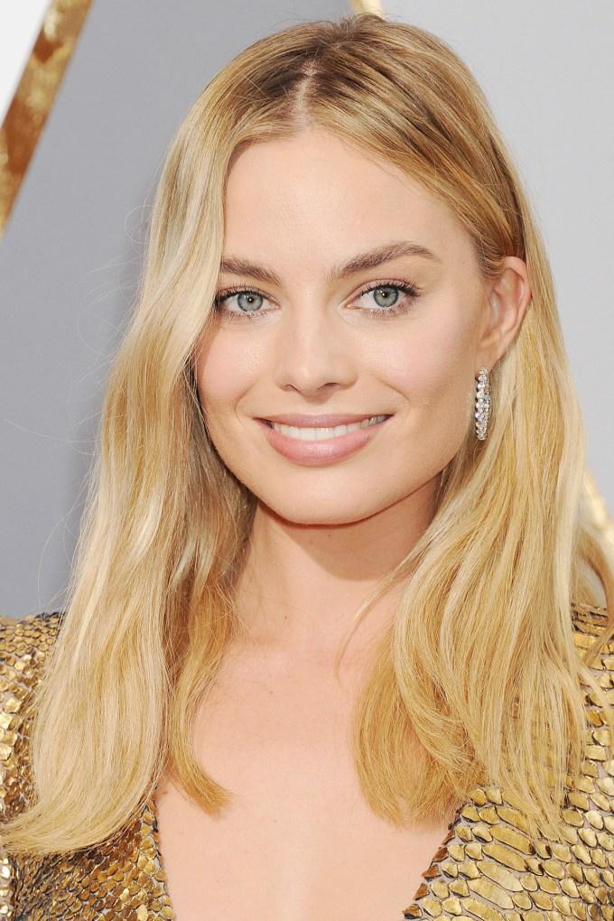 Margot-Robbie-Oscars-2016-Red-Carpet-Beauty-Vogue-28Feb16-Rex_b