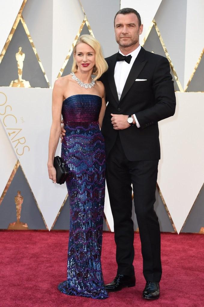 Naomi-Watts-Liev-Schreiber-Oscars-2016-Red-Carpet-Vogue-28Feb16-Getty_b