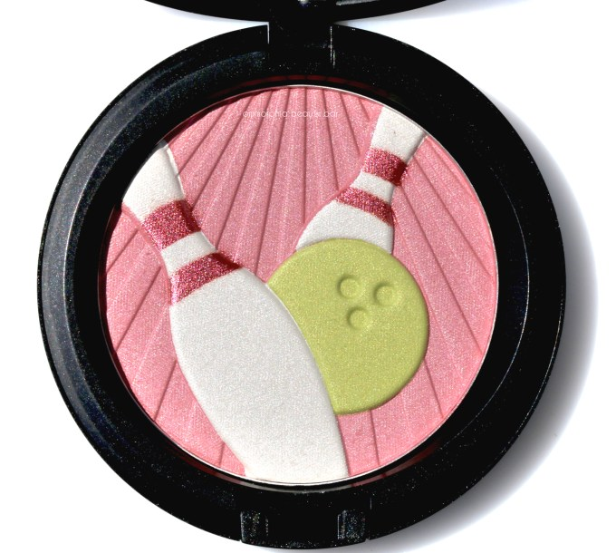 MAC Trophy Pearlmatte Face Powder macro