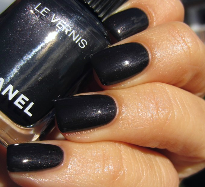 chanel-gris-obscur-swatch-4