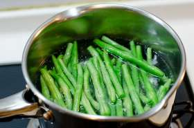 green beans with spicy peanut sauce cooking process | Omnivore's ...