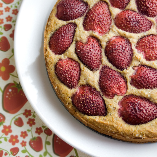 Summer Strawberries Cake