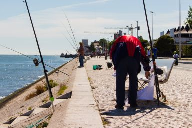 Angler am Tejo in Lissabon