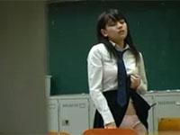 学校の教室で角オナニーしている女子生徒を盗撮
