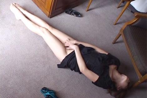 床で足ピーンオナニー