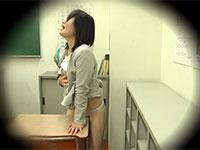 超マジで感じながら角オナニーをしている女教師の盗撮に成功!これは超オススメの角オナシーン!