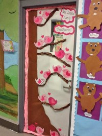 Door Decoration & Paper Heart Door Decor | DIY Door ...